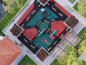 Как обустраиваются детские площадки на территории МКД