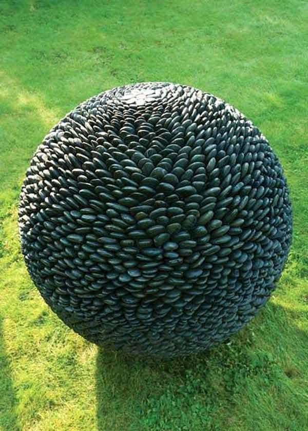 19 okrugla skulptura od kamencica