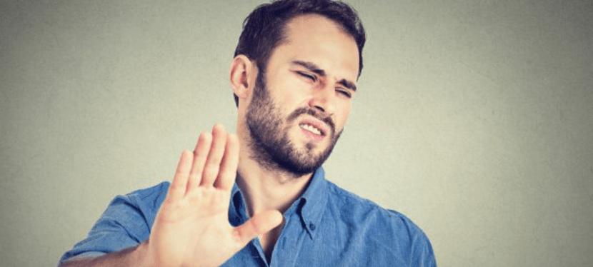 Desdén, Desprecio y Asco: Las Emociones Favoritas de los Narcisistas