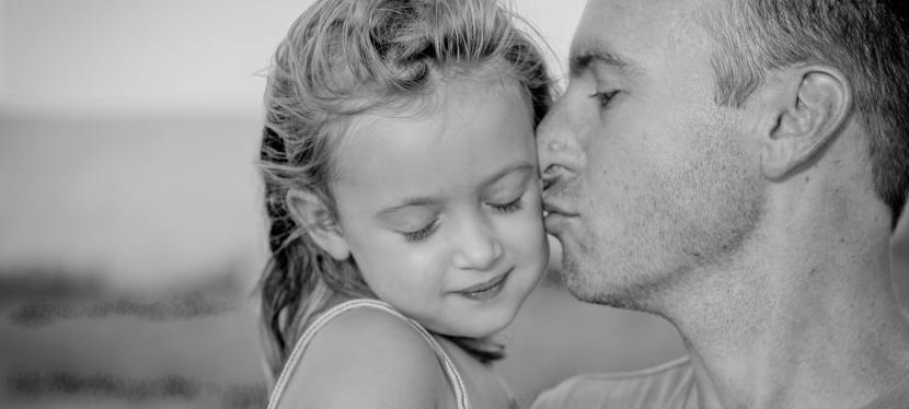 El Rol de la «Niña Buena» y su relación con la Madre Narcisista