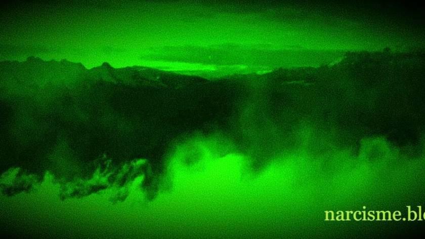 wolken in de bergen night vision voor narcisme.blog
