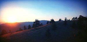 opkomende zon in de bergen foto voor narcisme.blog