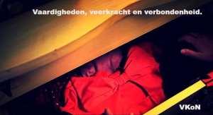 """foto van open laden in kast met strik met tekst """"Vaardigheden, veerkracht en verbondenheid. VKoN """" voor narcisme.blog"""