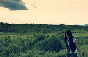 vrouw wolken moeras