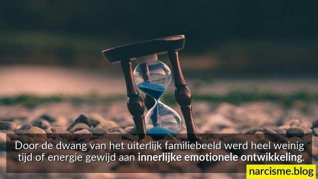 door de dwang van uiterlijk familiebeeld geen inspanning voor emotionele groei innerlijke wonden genezen