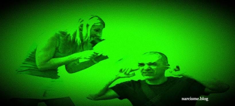 vrouw schreeuwt naar man die vingers in de oren steekt voor narcisme.blog, verbale misbruik wedstrijden voor een narcist