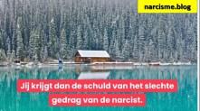 huis aan meer en bos in de sneeuw de hypnotiserende narcist