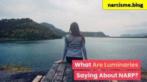 v voor narcisme.blogrouw kijkend naar meer