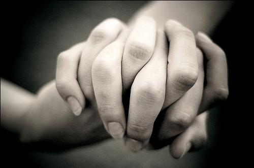 822ec-holding-hands