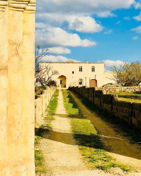 Esterno Viale Masseria Salento San Sebastiano