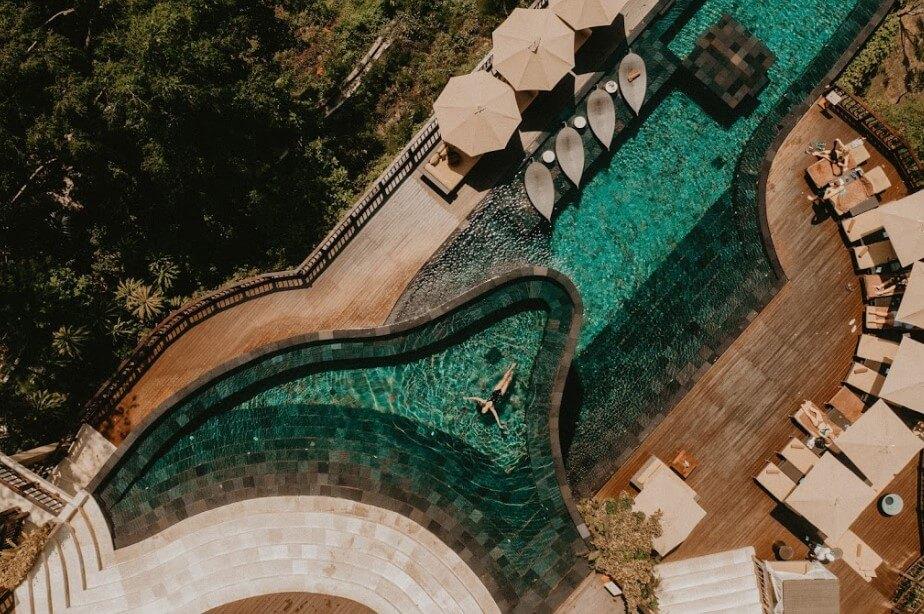 hotel dengan private pool di Bali.jpg hanging via hanging garden of Bali.jpg
