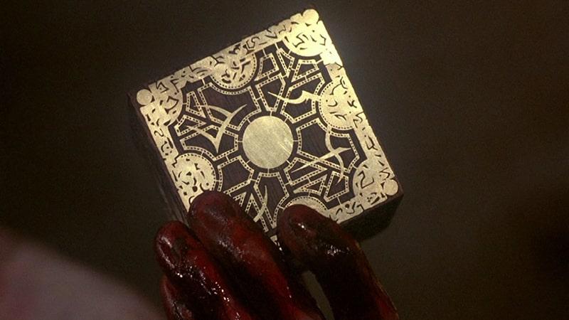 Cette image représente une boîte de Lemarchand, un artefact mystérieux du film Hellraiser de Cliver Barker