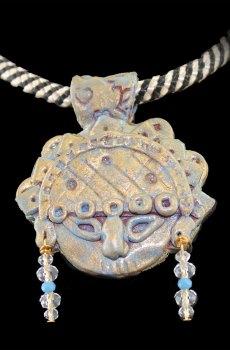 Collar de porcelana francesa Tumi peruano