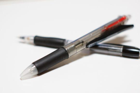 油性ボールペン2本