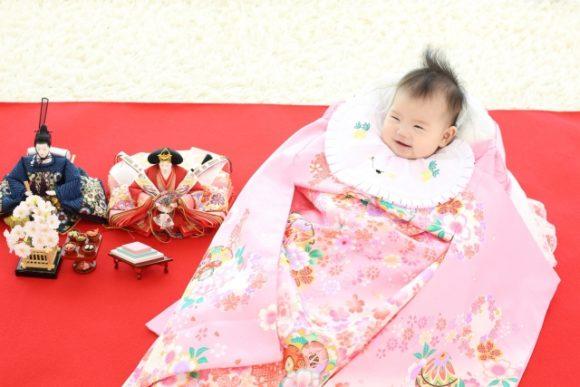 赤ちゃんと雛人形