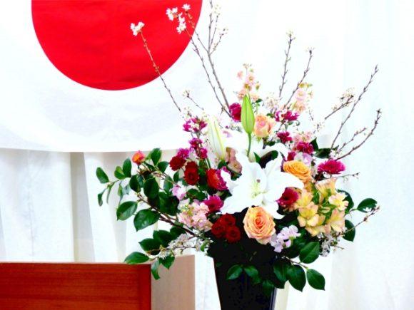 日章旗と花