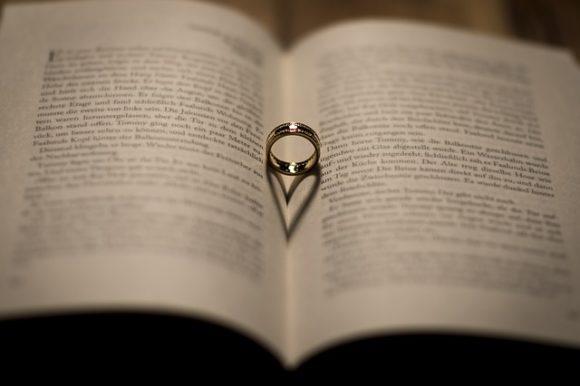 ハート型の影と指輪