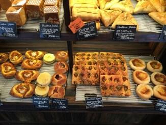 安くて美味しいパンも売ってます。