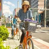 交通量の多い南京西路だが、路肩に自転車専用通路があるため想像していたより走りやすい。