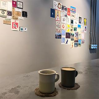 喝個咖啡休息一下吧 目印は消防署前。コーヒーとその空間を楽しめるカフェ