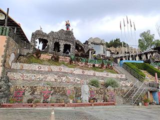 「慈玄聖天宮」またの名を「石頭廟」という廟。下からの眺め