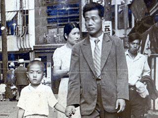 警察官だったころの家族写真