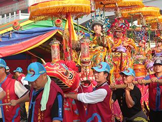 3年に1度の「土城香」と称される鹿耳門正統聖母廟の祭りでの蜈蚣陣