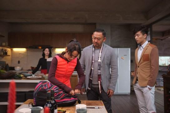 惠英紅(左起)、林依晨、姜武、陳曉飾演一家人