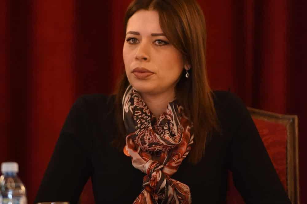 IRENA VUJOVIĆ OSUDILA NASLOVNU STRANU NIN-A: Crtanje mete na čelo predsedniku Srbije je vrhunac beskrupulozne kampanje 1