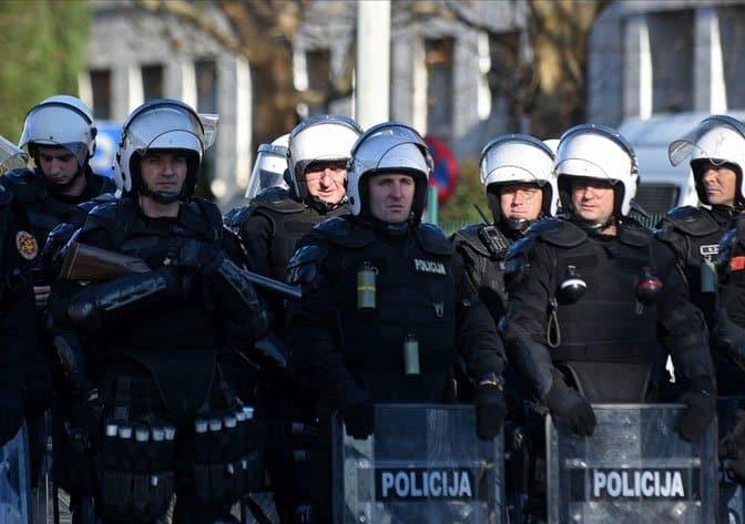 OVO JE MILOJE ŠĆEPANOVIĆ: Policajac koji je dao otkaz jer nije hteo da udari na braću! (FOTO) 1