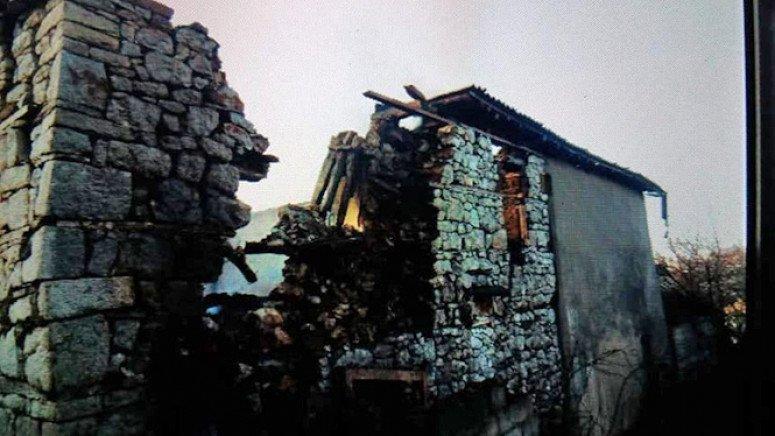 Orahovac: U požaru uništene dve srpske kuće 1