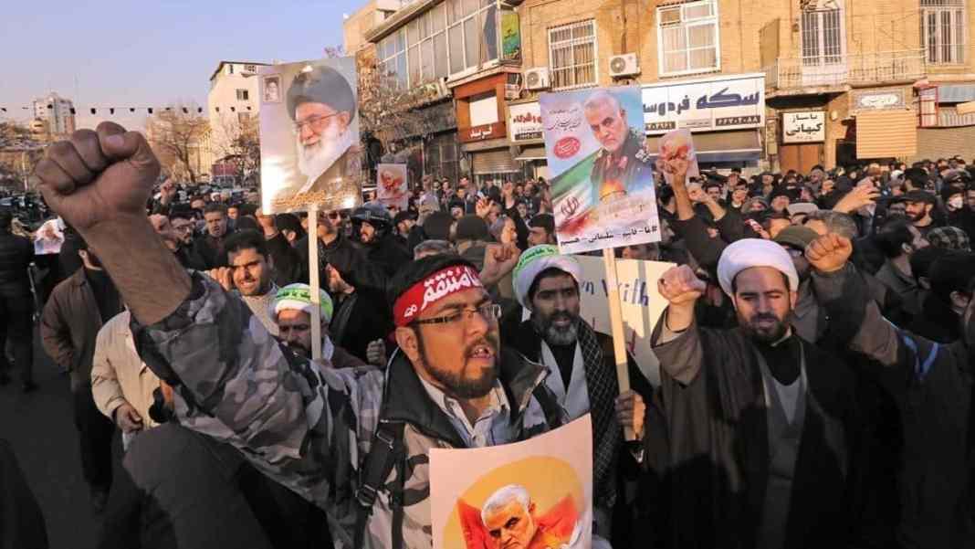 U IRANU SVE NAPETIJE: Policija puca na demonstrante 1