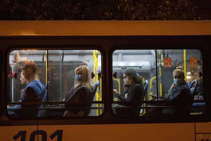 NOVA KORONA: Neće u bus, ali po kafićima pravi LOM! 1
