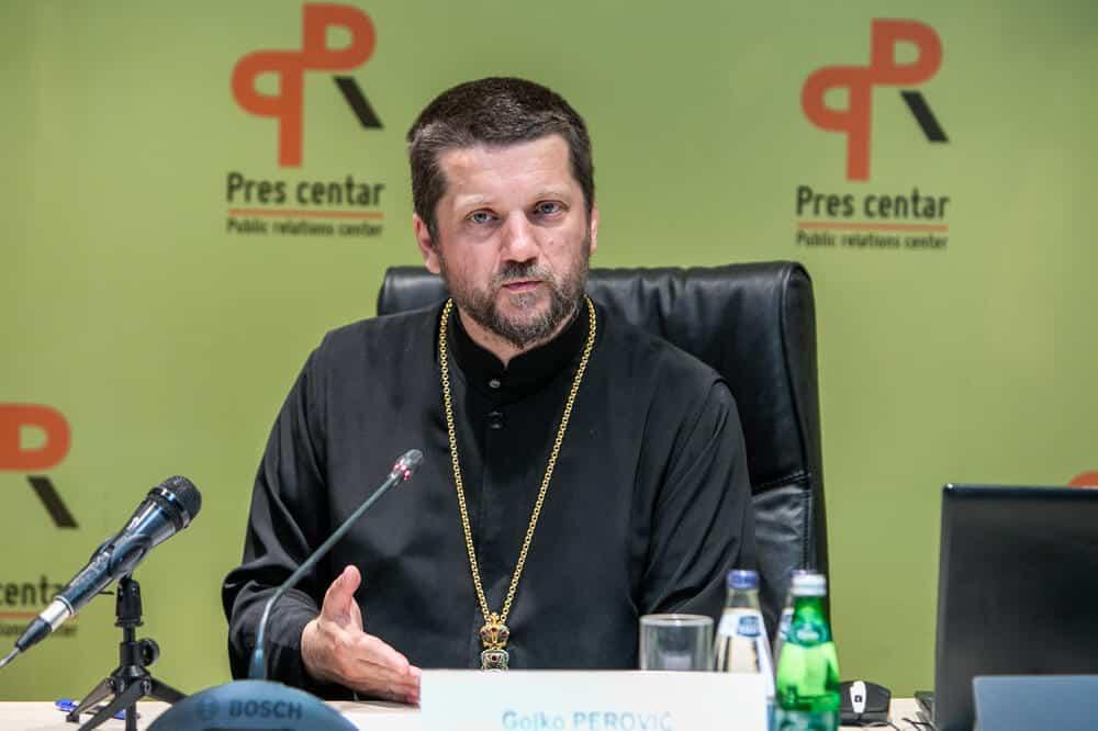 VUČIĆ I PORFIRIJE PRAVE ČISTKU OD AMFILOHIJEVIH UČENIKA: Smenjen otac Gojko Perović! 1