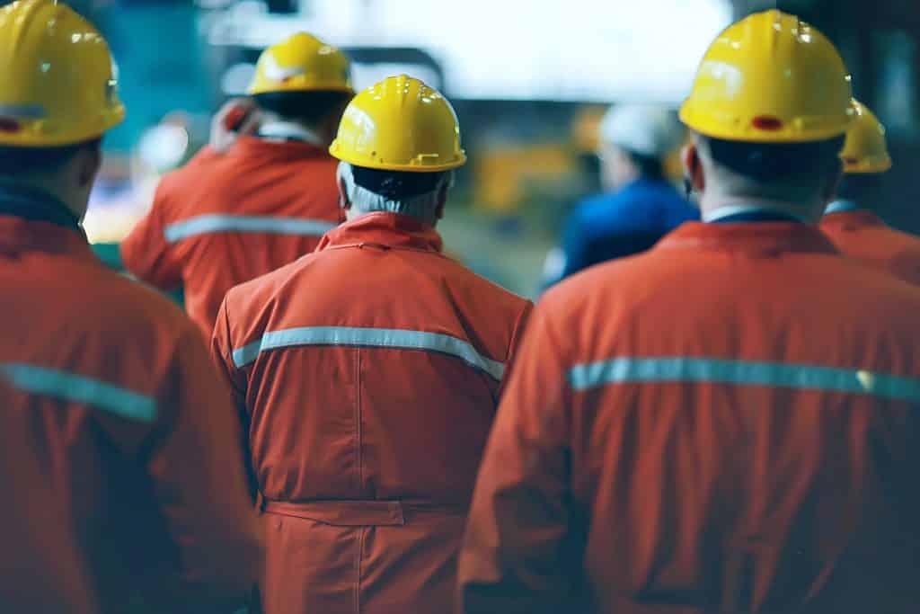 PROBUDITE SE RADNICI: Gazde uzmu minimalac, pa otpuste radnika 11