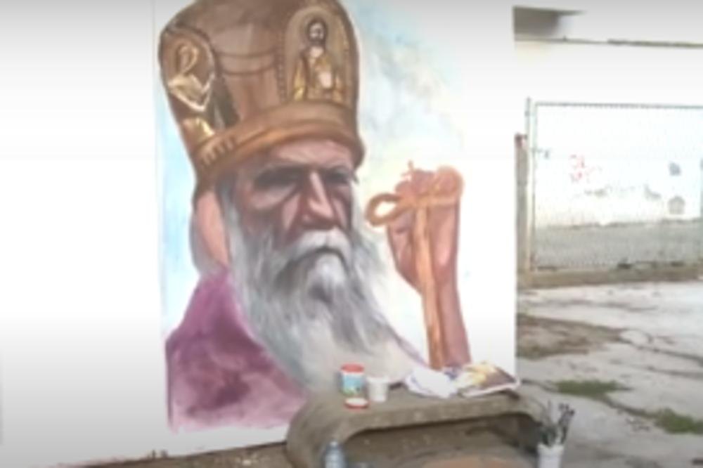 ĐEDU U SLAVU: U srpskom gradu osvanuo mural sa likom Amfilohija (VIDEO) 1