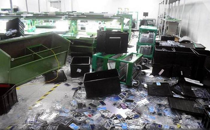 """POBUNA: Radnici u Indiji demolirali fabriku """"ajfona"""" zbog neisplaćenih zarada! 1"""
