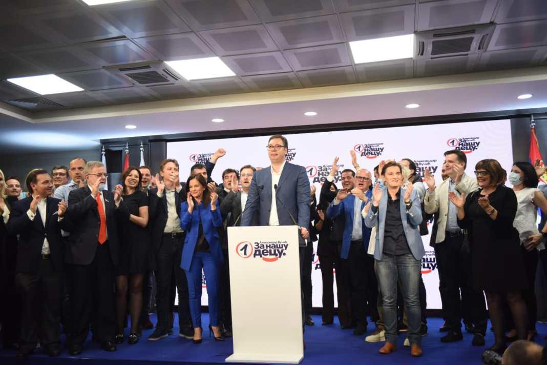 SNS hoće da ga proglasi Vučića za narodnog heroja? 1