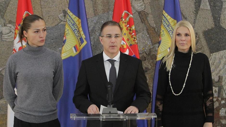 STEŽE SE OBRUČ: Sledeći su Papić i Stefanović? 1