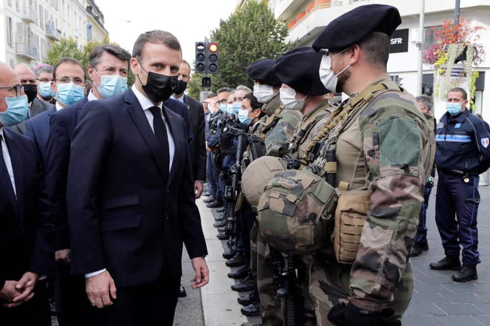 FRANCUSKA ĆE PLIVATI U KRVI: Pismo koje trese čitavu zemlju, penzionisani vojni generali se digli protiv Makrona! 1