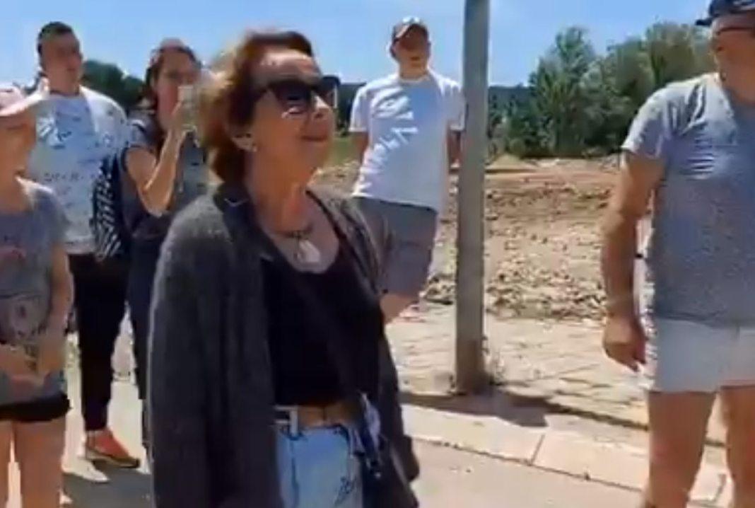 SVETLANA BOJKOVIĆ TELOM ISPRED KAMIONA: Sprečila da na Bari Revi istovari građevinsko đubre! (VIDEO) 1