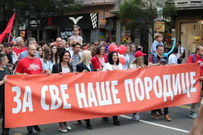 DOSTA JE BOLESNIKA: Porodična Srbija je većina i treba da preuzme vlast u Srbiji (VIDEO) 1