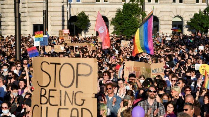 Mađarska zabranila sadržaj za decu u kojima se pominju pederi i lezbejke! 1
