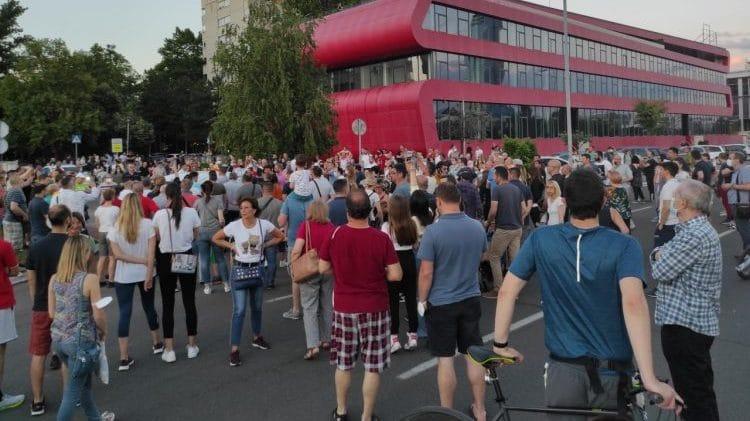 GRAĐANI OTKAZUJU POSLUŠNOST NAPREDNJACIMA: Na ulice, dosta je bilo Vučića, Vesića i naprednjaka! 1