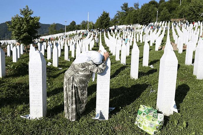 """VUČIĆ POSLAO PREDSTAVNIKE: Čeda i Čanak promovišu """"genocid"""" u Srebrenici! 3"""