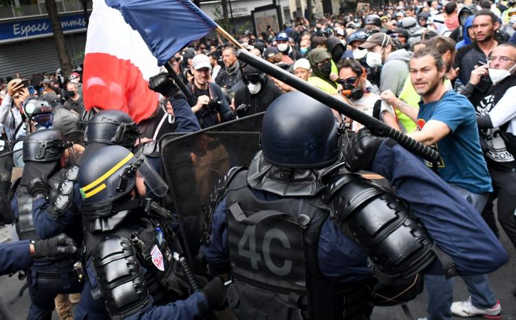 """SUKOBI U FRANCUSKOJ: Ulični obračun naroda i policije zbog kovid pasoša, ori se""""SLOBODA""""! (VIDEO) 1"""