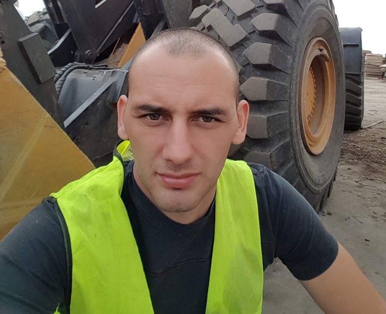 DIKTATURA: Sedam sati ispitivanja zbog sumnje da je demolirao bilbord s Vučićem! 1