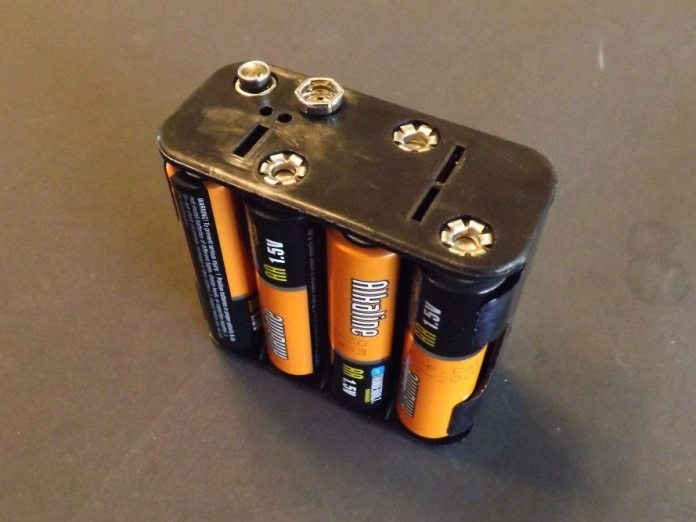 Here is your battery pack, filled with eight AA batteries, which will provide 12-volts of power. To connect power, a simple 9-volt battery connector will get the juice flowing.