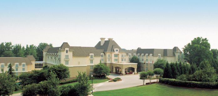 Chateau Élan features such niceties as an in-house spa, seven restaurants and even its own vineyard.