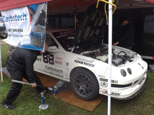 Using a borrowed ride towed in at the last minute, the crew has to replace an intake manifold to make the car legal to compete in Honda Challenge 1.